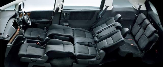 オデッセイの後部座席とその荷室で車中泊はできる